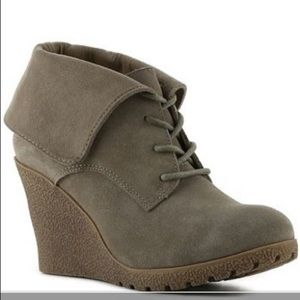 mia chaysee gray suede wedge boots size 11